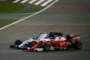 Kimi Raikkonen (FIN) Ferrari SF16-H and Valtteri Bottas (FIN) Williams FW38 battle for position.