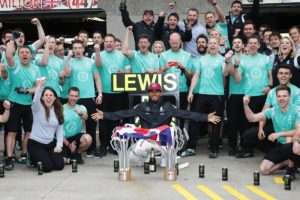 Race winner Lewis Hamilton (GBR) Mercedes AMG F1 celebrates with the team.