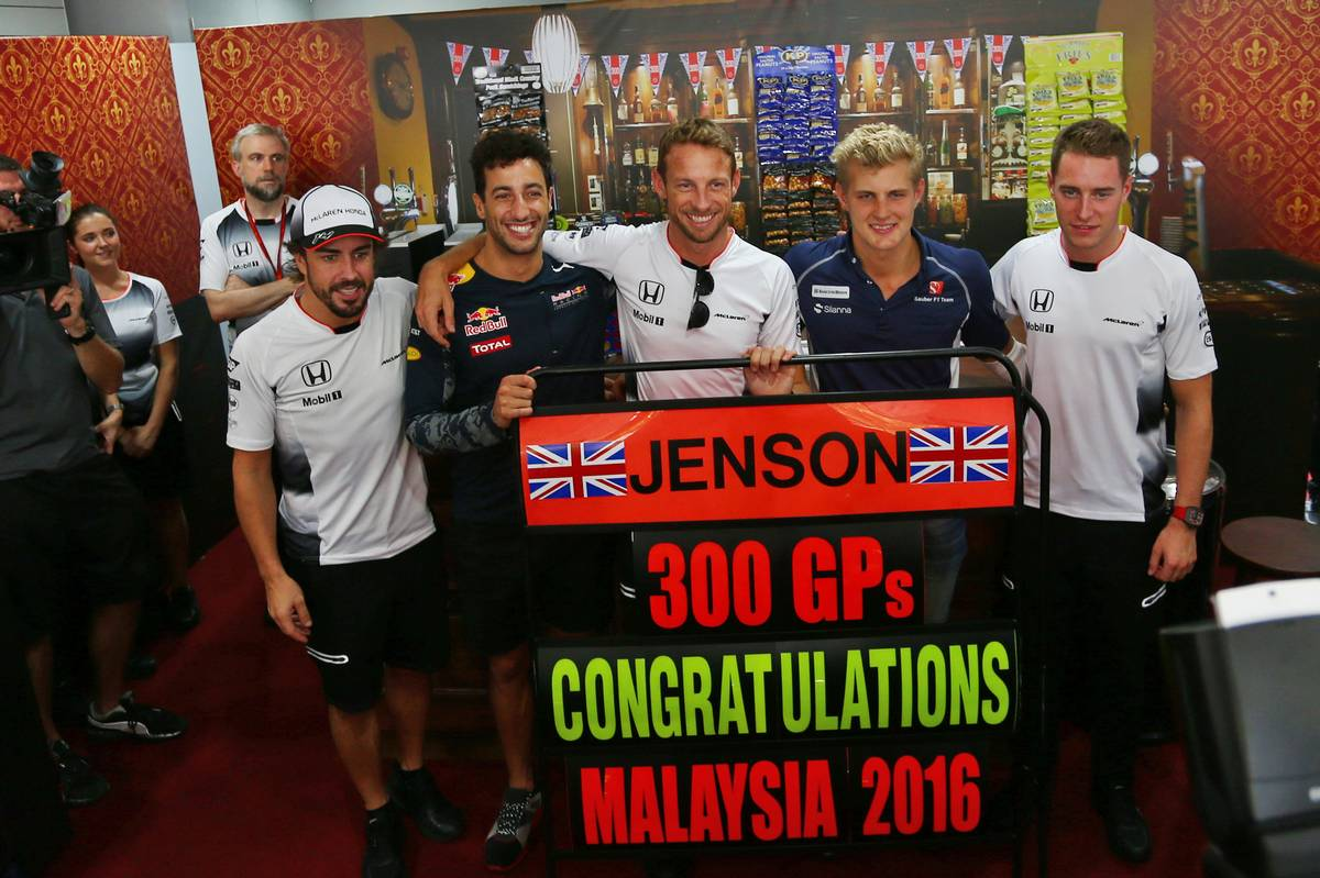 Jenson Button (GBR) McLaren celebrates his 300th GP with (L to R): team mate Fernando Alonso (ESP) McLaren; Daniel Ricciardo (AUS) Red Bull Racing; Jenson Button (GBR) McLaren; Marcus Ericsson (SWE) Sauber F1 Team; Stoffel Vandoorne (BEL) McLaren Test and Reserve Driver.