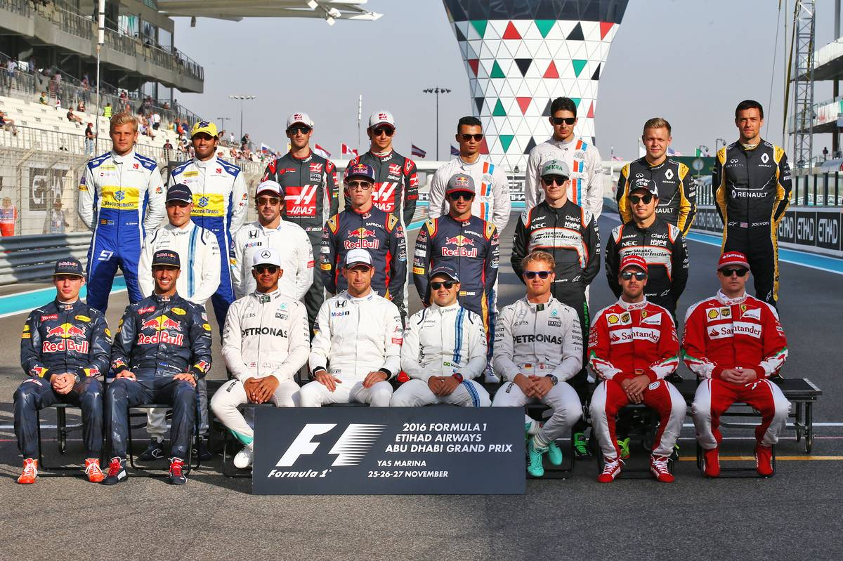 The end of season group drivers group photograph.
