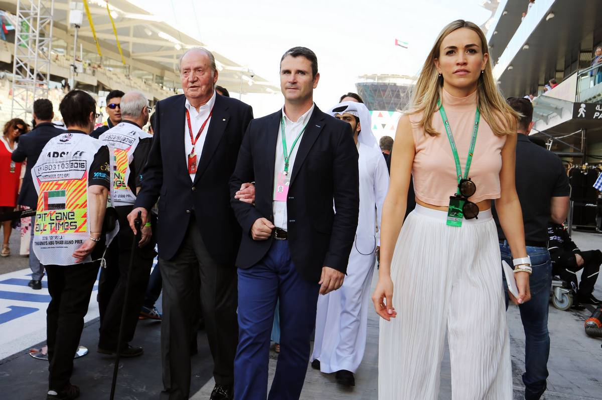 Former Spanish King Juan Carlos with Carmen Jorda (ESP) Renault Sport F1 Team Development Driver.