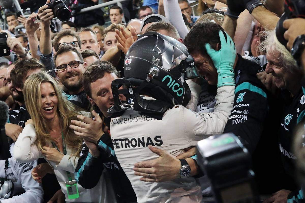 Nico Rosberg (GER) Mercedes AMG F1 celebrates his World Championship in parc ferme with the team and wife Vivian Rosberg (GER).