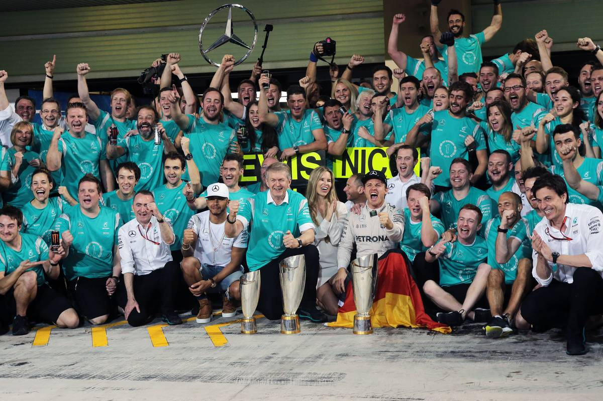 Nico Rosberg (GER) Mercedes AMG F1 celebrates his World Championship with wife Vivian Rosberg (GER) and the team.
