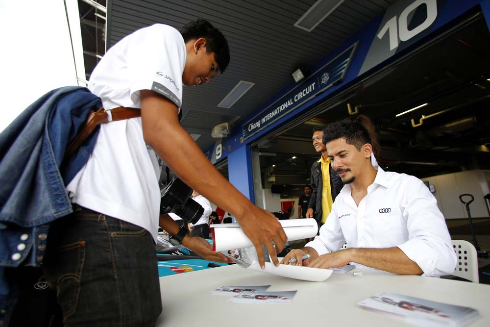 Audi R8 LMS Cup drivers with fans in the pitlane during autographs session at Audi R8 LMS Cup, Rd3 and Rd4, Buriram International, Circuit, Buriram, Thailand, 22-24 July 2016.