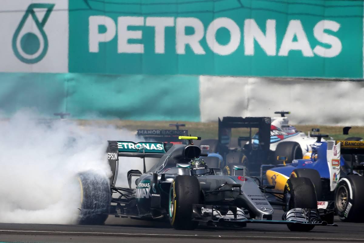 Nico Rosberg spinnin at T1.