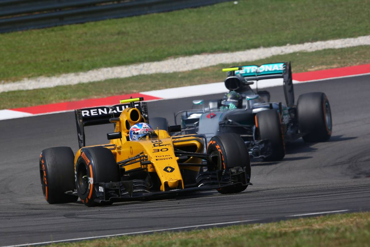 Jolyon Palmer (GBR) Renault Sport F1 Team RS16.