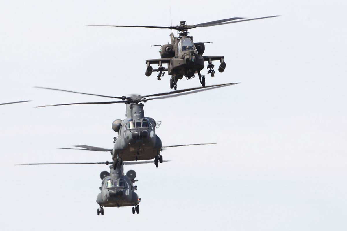 Chinook helicopter display over the grid.