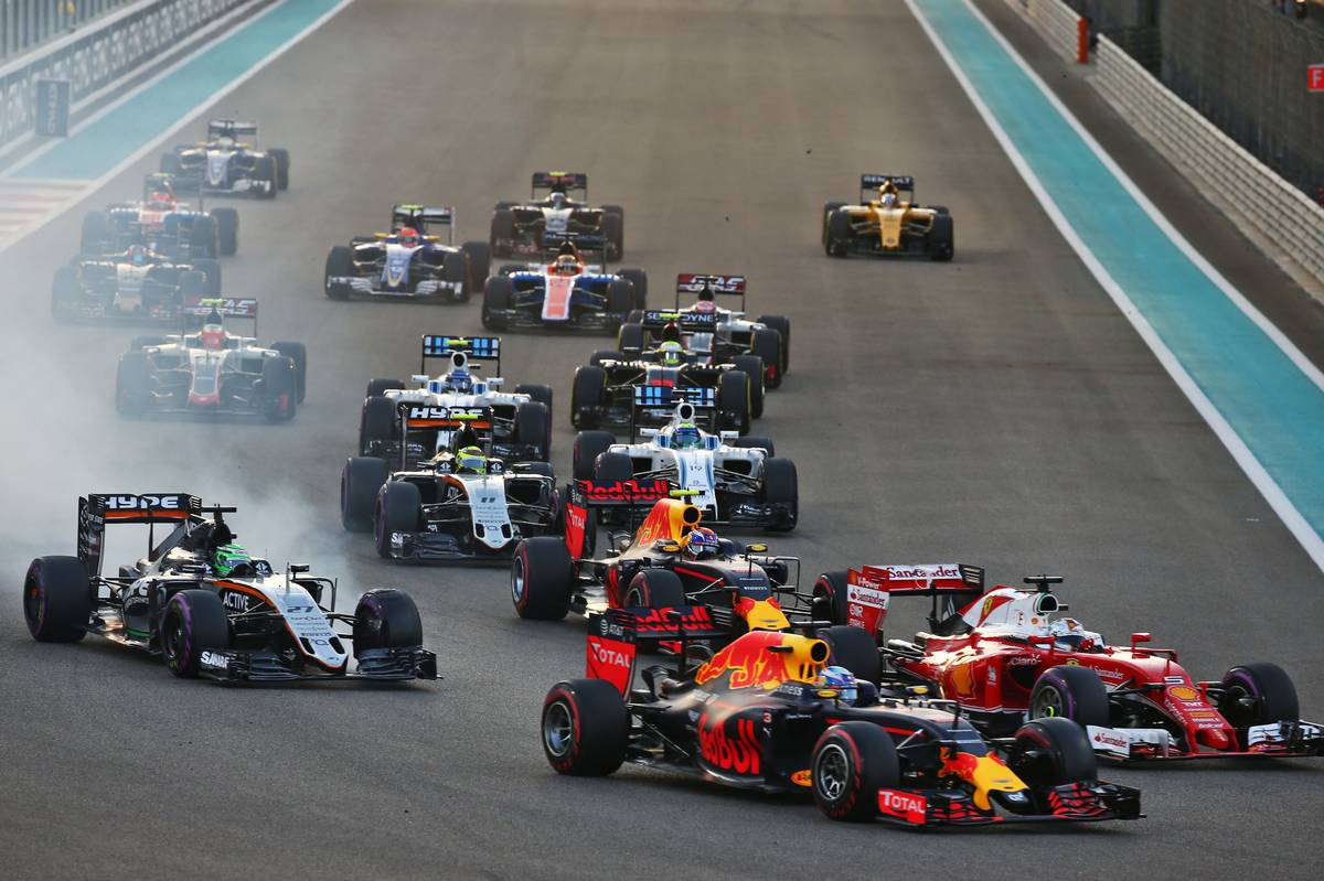Nico Hulkenberg (GER) Sahara Force India F1 VJM09 and Max Verstappen (NLD) Red Bull Racing RB12 at the start of the race.