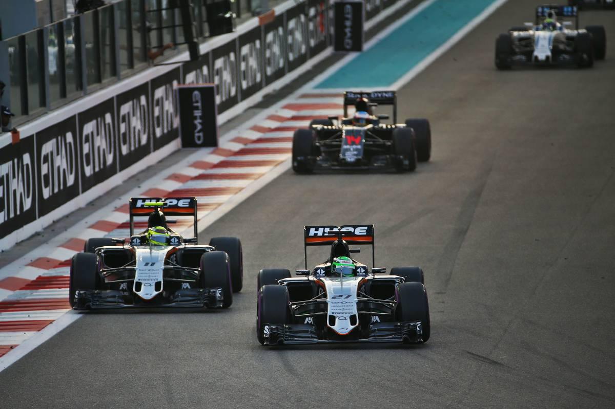 Nico Hulkenberg (GER) Sahara Force India F1 VJM09 and Sergio Perez (MEX) Sahara Force India F1 VJM09 battle for position.